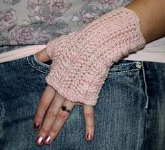 Glinda fingerless mitts are an easy, quick lacy knit. Frilly and frothy, they at the perfect touch of femininity to any outfit. Solids and semi-solid yarns will let the lace shine, striping and multi-coloured yarns will create a wave pattern.