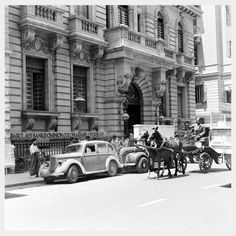 Here is an amazing photo collection that documented everyday life of Cairo, the capital of Egypt during World War II. Pyramids Egypt, Cairo Egypt, Old Pictures, Old Photos, Vintage Pictures, Funny Pictures, Life In Egypt, Ancient Egypt History, Old Egypt