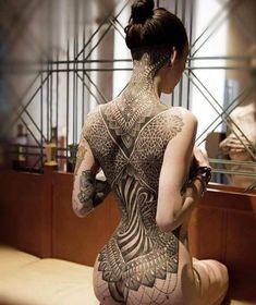 Jade Cuzen's infamous geometrical back tattoo