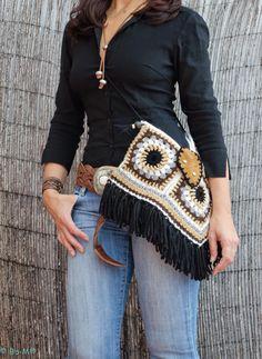 Bo-M: Conjunto Pochette + Caneleiras Crochet Hippie, Diy Crochet And Knitting, Crochet Wool, Crochet Granny, Crochet Stitches, Crochet Patterns, Crochet Handbags, Crochet Purses, Granny Square