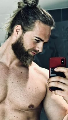 Growing a Ducktail beard is not easy for all, but simple for few. Here are 6 Reasons Why you Should Opt for Ducktail Beard Look. Medium Hair Styles, Long Hair Styles, Best Beard Styles, Cool Hairstyles For Men, Men's Hairstyles, Beard Look, Medium Cut, Latest Mens Fashion, Men's Fashion