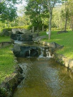On The Net Landscape Design And Style - The New On-line Tool That Designers Are Flocking To For Landscape Designs Q Vontade De Ir Nesse Lugar Backyard Stream, Garden Stream, Backyard Water Feature, Ponds Backyard, Water Garden, Beautiful Landscapes, Beautiful Gardens, Parks, Pond Landscaping