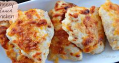 *Low carb* Cheesy Ranch Chicken - This budget-friendly dinner recipe will wow you every time. We love recipes with 5 ingredients or less, and this one has our two favorites: cheese and ranch. I Love Food, Good Food, Yummy Food, Tasty, Ranch Chicken Recipes, Recipe Chicken, Mets, Snack, Food Dishes