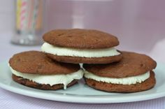 Chocolatey chocolate chip cookie and vanilla ice-cream sandwiches from www.lattemamma.fi