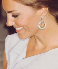 damn you kate, you did it again - those earrings are perfection.
