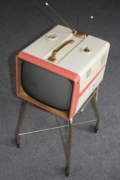 Shell Pink Philco Television - Working w/ Original Stand We had an aqua one. Vintage Tv, Vintage Antiques, Tvs, Radios, Portable Tv, Vintage Television, Vintage Appliances, Tv Sets, Old Tv