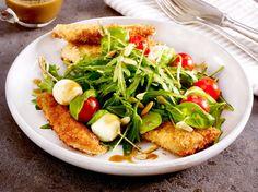 Unser beliebtes Rezept für Blattsalat mit Putensticks in Pankopanande und Mozzarella-Tomatenspießen und mehr als 55.000 weitere kostenlose Rezepte auf LECKER.de.