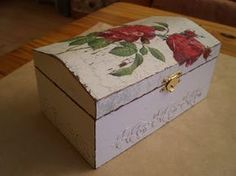 Biljana Shabby: Tutorial za izradu Shabby kutije  This box is puddied on a stencil then painted brown everywhere but over stencil then white and sanded.  Roses are freehand.  Painted inside lid also