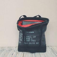 Сумка из канваса. Серая снаружи, а внутри - страаасть  #defydesign_bag #сумкаручнойработы #сумкаизканваса #shoulderbag #ручнаяработа #homemade #handmadebag #канвас #сумканаплечо #сумкаунисекс #стиль #мода #инста  #осень #минимализм  #сераясумка #greybag
