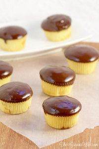 Boston Cream Pie Cupcakes- cupcake recipe with a pastry filling and chocolate ganache frosting. What a delicious dessert idea! Moist, creamy, and CHOCOLATE! Cupcake Recipes, Baking Recipes, Cupcake Cakes, Dessert Recipes, Dessert Ideas, Cup Cakes, Yummy Recipes, Boston Cream Pie Cupcakes, Chocolate Ganache Frosting