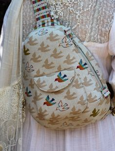 Kaufman Newcastle denim with batik lining, featuring hand embroidery from our Cottage Roses Stitchery pattern Well, it& that time . One Strap Backpack, Backpack Purse, Baby School Bags, Cute Backpacks, Embroidered Bag, Bag Patterns To Sew, Fall 2015, Hand Embroidery, Purses And Bags