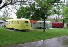 Vagabond Trailers~~love these now this is a trailer ! Old Campers, Vintage Campers Trailers, Retro Campers, Vintage Caravans, Camper Trailers, Happy Campers, Camping Vintage, Vintage Rv, Vintage Airstream
