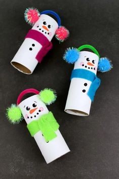 easy crafts 25 Adorable Easy Snowman Crafts For Toddlers. These easy crafts are a perfect weekend or weeknight activity to spark creativity and get into festive spirit. Preschool Christmas, Christmas Ornament Crafts, Snowman Crafts, Xmas Crafts, Preschool Crafts, Christmas Diy, Homemade Christmas, Christmas Snowman, Kid Crafts