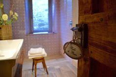 Master bedroom's #bathroom! #Enjoy on www.borghettomontalcino.com 👍🏻 #borghetto #follow #like #italy #check #tuscany #salledebain 👌🏻🔝🛀🏻