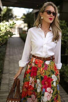 Classic, Multi-Tasking Vacation Style // White button-down menswear shirt, pleat. - Classic, Multi-Tasking Vacation Style // White button-down menswear shirt, pleated floral-print tencel and linen-blend maxi skirt. Source by natasaribic - White Button Down Shirt, Vacation Style, Vacation Fashion, Mode Inspiration, Dress Skirt, Maxi Skirts, Jean Skirts, Modest Skirts, Denim Skirts