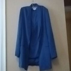 """Women Amanda Smith 2pc Blue Skirt Suit Beautiful 2pc skirt suit by Amanda Smith great for the corporate woman this suit is size 14 and the skirt and jacket are both fully lined the skirt has two small slit on each side the jacket has a one button closure with shoulder pads long sleeve with two pockets on front the material itself is really soft and suit has been well taken care of Jacket  Armpit to armpit 22"""" Waist 40"""" Shoulder to cuff 24"""" Collar to hem 29""""  Skirt Waist 32"""" Length 23"""" Amanda…"""