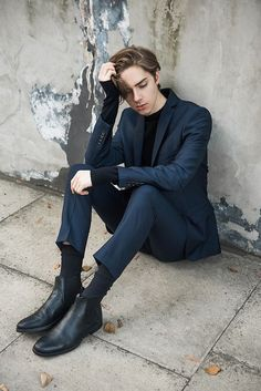 mens fashion which look trendy. Human Poses Reference, Pose Reference Photo, Beautiful Boys, Pretty Boys, Style Board, Japonese Girl, La Mode Masculine, Body Poses, Male Poses