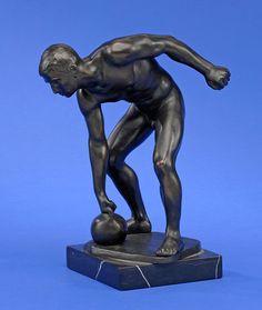 Kaesbach, Rudolf 1873 Gladbach - 1955 Berlin Athlet. Bronze. Signiert. Marmorplinthe. H 32 cm. — Skulpturen, Möbel, Kunsthandwerk