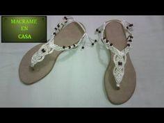 Macrame para principiantes 1 sandalias - YouTube Macrame Bag, Macrame Knots, Micro Macrame Tutorial, Crochet Sandals, Macrame Design, Macrame Projects, Bare Foot Sandals, Sock Shoes, Metal Jewelry
