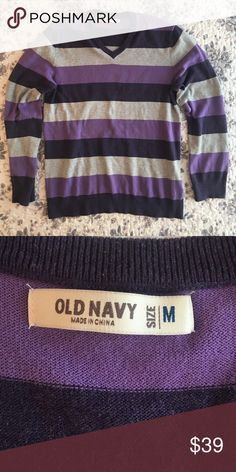 Old Navy Stiped V-Neck Sweater Great condition Sweaters V-Neck