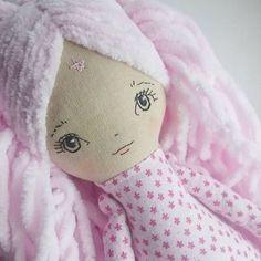 I'm working on this super cuddly doll #wip #workinprogress #handmadedoll #heirloomdoll #heirloomdolls #clothdoll #softdoll #stuffeddoll #pinkdoll #fabricdoll #textiledoll #keepsakedoll #keepsake #giftforgirl #moderntoys #moderndoll #handmadetoys #momlife #motherhood #nursery #dolldecor #nurserydecoration #pink #cutedoll #kawaiitoys #doll
