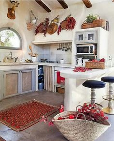 Country Kitchen Design Ideas: Some kitchens are made to be admired at a distance; country kitchens are made to be used. See the entire range of country kitchen style in this photo gallery Cozy Kitchen, Kitchen Rug, Farmhouse Kitchen Decor, Kitchen Ideas, Quirky Kitchen, Design Kitchen, Cuisines Design, Cozy Cottage, Vintage Kitchen