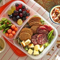 Switch up your lunch routine and try these bento box ideas for your lunch. These lunches will keep you full and satisfied till your next meal. Stay fit and eating clean with these delicious lunch ideas.