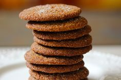 Holiday Ginger Spice Cookies - Made with whole wheat flour and coconut palm sugar, there are no refined ingredients here! And the delicious, sweet, spiciness of ginger and cinnamon make each cookie's flavor sing! Light Dessert Recipes, Light Desserts, Healthy Dessert Recipes, Healthy Treats, Ww Desserts, Healthy Foods, Healthy Eating, Light Recipes, Healthy Cooking