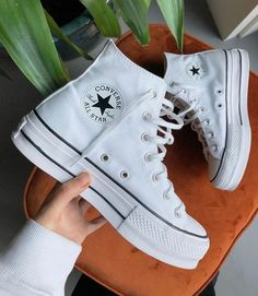 Mode Converse, Sneakers Mode, Outfits With Converse, Sneakers Fashion, Fashion Shoes, High Top Sneakers, Shoes Sneakers, Converse Shoes Outfit, Adidas Fashion