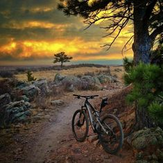 "Photo submitted by Michael Douglas, ""Stopping to catch my breath. This view never gets old."" Mountain Biking MTB Bike Using this as my desktop atm, and the quote is right ; Mt Bike, Bike Mtb, Mtb Trails, Mountain Bike Trails, Mountain Biking Quotes, Moutain Bike, Cycling Art, Cycling Bikes, Cycling Quotes"