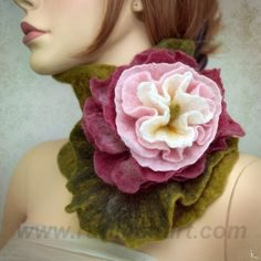 Spectacular scarf-collar in the Romantic style