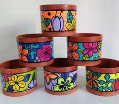 Flower Pot Art, Flower Pot Design, Mosaic Flower Pots, Painted Plant Pots, Painted Flower Pots, Garden Crafts, Garden Art, Pottery Painting Designs, Jar Art