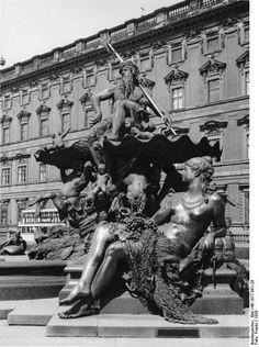 Stadtschloss Berlin, Neptunbrunnen, 1930