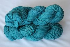 Teal hand dyed worsted weight superwash merino by Arctickrafts