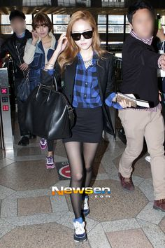 09a7079b2561  130325  Jessica at Gimpo Airport Heading to Japan Krystal Jung Fashion