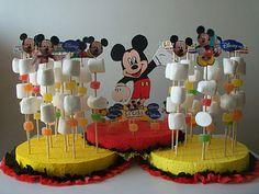 Partydeas Chile: Super combo de Mickey Mouse Mickey Mouse Theme Party, Mickey Mouse Birthday Decorations, Mickey Mouse Wreath, Mickey 1st Birthdays, Fiesta Mickey Mouse, Mickey Mouse Clubhouse Birthday, Mickey Birthday, Mickey Minnie Mouse, Miki Mouse
