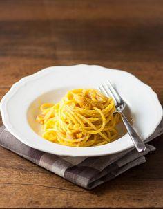 Una streghetta in cucina: Spaghetti con pesto di zucca, pinoli e pancetta