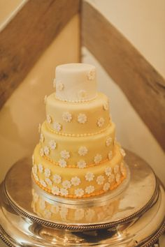 It's wonderful to start the day with a bright, pretty and summery celebration and all in a gorgeous yellow colour theme. Ice Cake, Ombre Cake, Color Themes, Let Them Eat Cake, Wedding Reception, Whimsical, Wedding Cakes, Daisy, Barn