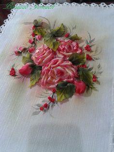 Camino de mesa: rosas bordadas en cinta Pintura textil