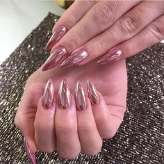 Rose gold chrome #laque #laquenailbar #getlaqued Get Nails, How To Do Nails, Hair And Nails, Gorgeous Nails, Pretty Nails, Laque Nail Bar, Chrome Nails, Gold Chrome, Claw Nails