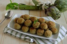Ricetta Polpette di carciofi - La Ricetta della Cucina Imperfetta Veggie Meatballs, Antipasto, Vegetable Dishes, Finger Foods, Almond, Muffin, Food And Drink, Vegetables, Cooking