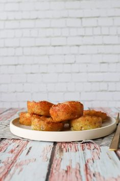 Bagt Kartoffelmos (One Kitchen - A Thousand Ideas First Kitchen, Cornbread, French Toast, Food And Drink, Dessert, Snacks, Breakfast, Ethnic Recipes, Savory Foods