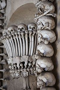 Object d'art in the form of skulls and bones