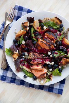 Grilled Salmon Salad with Blueberry Vinaigrette and Goat Cheese - Everyday Annie Salmon Recipes, Fish Recipes, Seafood Recipes, Dinner Recipes, Clean Eating Recipes, Healthy Eating, Healthy Recipes, Salad Bar, Soup And Salad