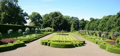how to create a formal garden?
