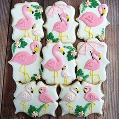 Flamingo favors for baby shower. #sugarcravings #customcookies #decoratedcookies #flamingocookies