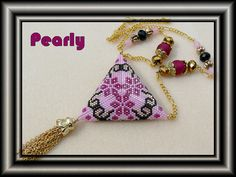 triangle rose réversible recto by pearly beads