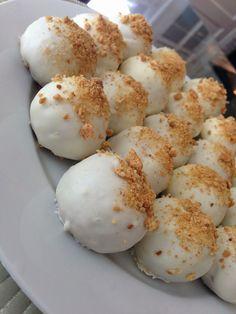 Pumpkin Cream Cheese Cake Balls Pumpkin cake min and cream cheese frosting easy peasy Pumpkin Recipes, Fall Recipes, Sweet Recipes, Holiday Recipes, Yummy Recipes, Delicious Desserts, Dessert Recipes, Yummy Food, Dessert Dips