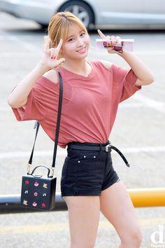 K-Pop Babe Pics – Photos of every single female singer in Korean Pop Music (K-Pop) Nayeon, Kpop Girl Groups, Kpop Girls, Kpop Fashion, Korean Fashion, Korean Beauty, Asian Beauty, J Pop, Hirai Momo