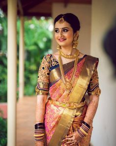 Ideas for indian bridal sari hindus Indian Bridal Sarees, Indian Bridal Outfits, Wedding Silk Saree, Silk Saree Blouse Designs, Bridal Blouse Designs, Silk Sarees, Kashta Saree, Saree Dress, Blouse Patterns